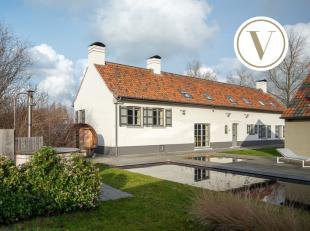 Karaktervolle eigendom (bijna 1,3 hectare) te koop op een strategische ligging te 8490 Jabbeke omgeven door groen.<br /> <br /> Hoeve - Hoofdgebouw  2