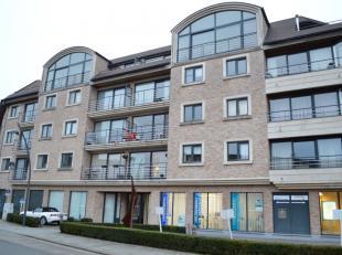 Lichtrijk appartement gelegen op de derde verdieping met 2 slaapkamers en lift te huur in Ieper. Op goeie ligging te Ieper. Het appartement werd volle