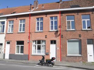 Charmant huis te huur op een fantastische locatie in het centrum van Brugge doch uitstekende verbinding met uitvalswegen. Het huis biedt u 2 slaapkame
