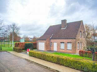 Leuke woning in een residentiële wijk in de Vlierbessestraat in Torhout, ideaal als gezinswoning door de drie ruime slaapkamers, speelzone naast