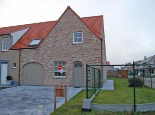 Modern huis te huur rustig gelegen in Moerkerke met 3 slaapkamers, zonnige tuin en garage in het centrum van Moerkerke. <br /> <br /> Indeling:<br />