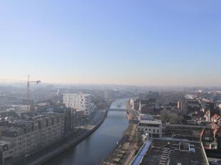 Dit prachtige appartement met fantastisch uitzicht vanop de 13de verdieping wacht op zijn eerste bewoner.  De K-tower combineert luxe met rust. Op het