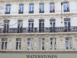 Spacieux appartement avec 2 chambres à louer sur l'Avenue Adolphe Max à Bruxelles.<br /> Situé au cinquième étage,