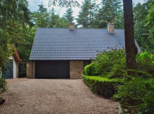 Unieke eigendom (5268m²) op prachtige residentiële ligging ten midden van de natuur in Hertsberge. Deze villa te koop met 3 slaapkamers en 2