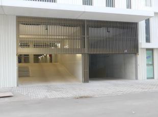 Staanplaats voor één wagen in ondergrondse parking gelegen naast het station Brugge. (n°124)<br /> <br /> - Huurprijs: € 60,00<br />