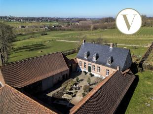 Prachtig gerenoveerde 18e eeuwse vierkantshoeve te koop in Zwalm.<br /> In het hart van de Vlaamse Ardennen, op een perceel van 16.463 m² bevindt