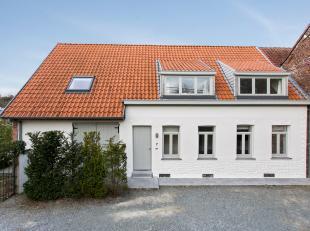 Gerenoveerd huis te koop in de Warande te Zottegem nabij het park Breivelde. Het huis bevindt zich op wandelafstand van het centrum en het station. Op