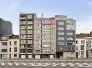 GENIET VAN ONZE VERLENGDE SALONCONDITIES TOT EN MET 30 MAART. <br /> <br /> Ruim en lichtrijk 2-slaapkamerappartement op het 7e verdiep in Gent.<br />