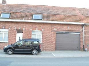 Moderne woning met ruime garage, twee badkamers en tuin te huur in Dikkebus. Op slechts 10 minuten van Ieper. Gunstig in verbruik. Indeling van de won