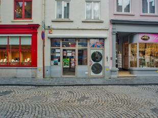 Handelsgelijkvloers (48m²) te huur op een top ligging in het toeristisch centrum van Brugge. <br /> <br /> Goed draaiende handelszaak (momenteel