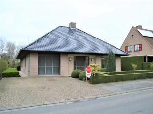 Instapklare woning met 2 slaapkamers en gezellige tuin in een rustige woonwijk te Tielt.<br /> <br /> Deze woning heeft volgende indeling:<br /> - Ink