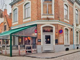 Overname handelsfonds zeer goed gelegen pub - sportcafé - brasserie in het centrum van Brugge.<br /> <br /> - Hoekpand Vismarkt met terras (24