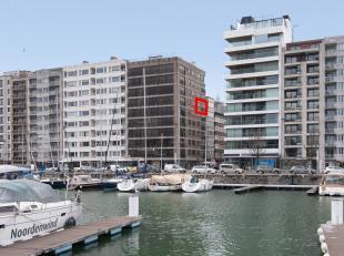 Studio bien situé tout près le port de jouissance d'Ostende.<br /> <br /> Expo:<br /> - hall d'entrée avec WC<br /> - living avec