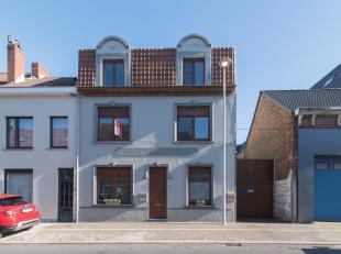 Instapklaar triplex appartement met drie slaapkamers te koop in de Spaarzaamheidstraat te Bredene. In een rustige wijk dicht bij het shopping center e