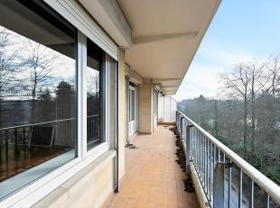 Standingvolle 3 kamer appartement aan het Ter Kamerenbos<br /> Dit standingvolle appartement is gelegen op de Franklin Rooseveltlaan in Elsene en gren