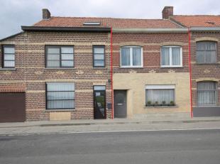 Op een grondoppervlakte van 439 m² vinden we dit huis met 3 slaapkamers te koop in de Weggevoerdenstraat in Roesbrugge-Haringe. Rustig gelegen na