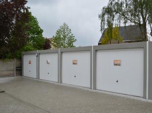 In de Brugstraat te Ardooie vinden we deze ruim bemeten garages terug. Deze afgesloten garageboxen bevinden zich op de begane grond. Uitstekende inves