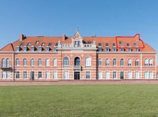 Dit subliem duplex appartement is gelegen op de site Militair Hospitaal te Oostende. Dankzij de unieke ligging vlakbij de duinen, kan men volop geniet