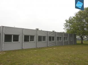 Deze kantoren zijn gelegen in de onmiddellijke omgeving van de R4.  Vlotte bereikbaarheid via E17/E40 en E31.<br /> Oppervlakte: +/- 190m².  Grot