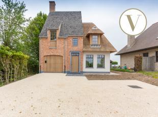 Deze villa is met zijn locatie op Tiegemberg prachtig gelegen. Je geniet hier daags van idyllische verzichten. <br /> <br /> De woning werd gebouwd me