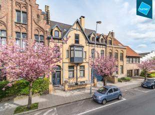Exclusieve herenwoning/dokterswoning te koop in het centrum van Veurne met diverse kantoor en praktijkruimtes. Wonen en werken in een uitzonderlijk pa
