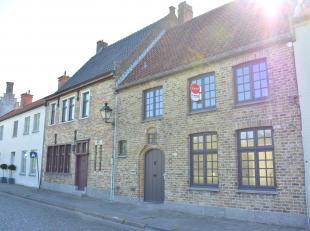 Gerenoveerd, ruim huis te huur op een uitstekende, doch rustige ligging in hartje Damme langs de Damse Vaart met een vlotte verbinding naar Brugge. He