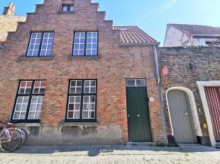 Gezelligheid is een grote troef van dit recent gerenoveerd arbeidershuisje te Brugge.<br /> <br /> Glvl.: living + open keuken (20m²) voorzien va