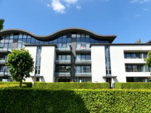 Prachtig duplex appartement te huur in Sint-Kruis met een fantastisch terras waar het zalig zonnig vertoeven is. Daarnaast biedt het appartement u een