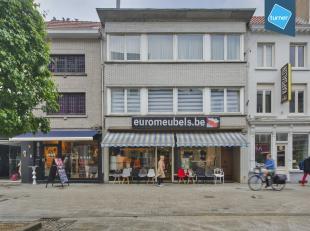 Bedrijfsvastgoed te koop in centrum Aalst. <br /> <br /> Dit gebouw bestaande uit een gelijkvloers handelspand en duplex appartement is gelegen in het