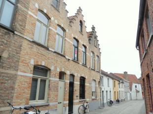 Prachtig gerenoveerd huis te huur op toplocatie in hartje Brugge met 2 slaapkamers en gezellig terras is gelegen in de Mortierstraat nabij de winkelst