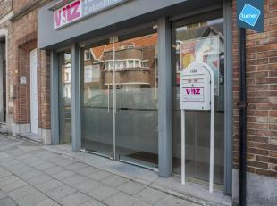 Gelijkvloers kantoor te huur op een commerciële ligging net buiten de stadskern van Brugge. <br /> <br /> INDELING:<br /> - Totale oppervlakte ca