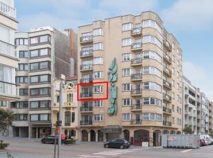 Prachtig 2 slaapkamer appartement met garage te koop, gelegen in de Van Iseghemlaan te Oostende, vlakbij de Albert I-Promenade. Dankzij de centrale li