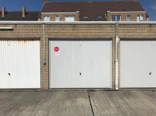 Deze garagebox is gelegen te Oostende in de Duinenstraat 34, dichtbij strand en zee.  <br /> <br /> Afmetingen garagebox:<br /> - Hoogte: 1,90 m<br />