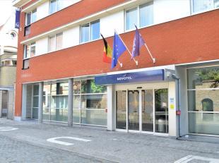 Vernieuwde hotelkamer gelegen in Novotel in het centrum van Ieper. Gemiddelde opbrengst van ongeveer 5000 €/jaar ==> nettorendement van +/- 3 %.<br