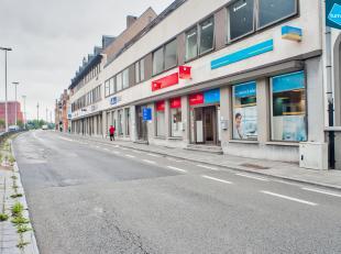 Kantoor (236m²) te huur in Brugge op een schitterende locatie die bereikbaarheid met zichtbaarheid combineert. <br /> <br /> Bushalte in onmiddel