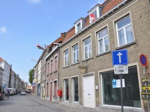 Studio te huur op toplocatie, dichtbij station - centrum Brugge<br /> <br /> INDELING:<br /> Leefruimte (25m²) met keuken voorzien van spoelbak,