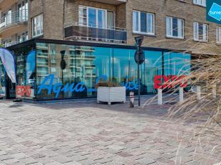 Handelsgelijkvloers (ca. 110m²) te huur op fantastische hoek locatie in het centrum van Nieuwpoort. Unieke gevelbreedte met veel lichtinval.<br /