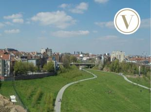 Deze luxueuze penthouse vindt u terug in de Park Lane Residentie Admiral gelegen op de Tour&Taxis site te Brussel.<br /> Met een bewoonbare opperv