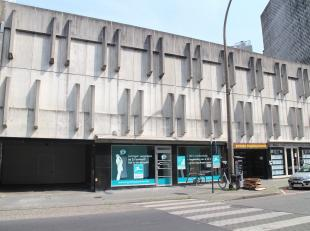 Deze garagebox is gelegen te Residentie Permeke op de tweede verdieping, in de buurt van Petit Paris. <br /> <br /> Afmetingen garagebox: <br /> - Len
