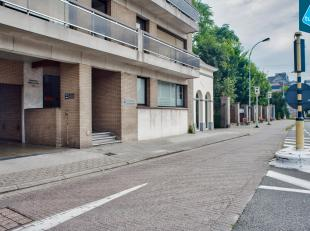 Kantoor / praktijkruimte (ca. 102m²) te huur in Sint-Andries Brugge. Erg visibel gelegen waar de Gistelse en de Torhoutse Steenweg samenkomen.<br