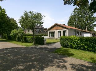 De ligging van deze grond is optimaal: je kan niet enkel genieten van de rust, maar ligt ook dichtbij het centrum van zowel Sint-Martens-Latem en De P