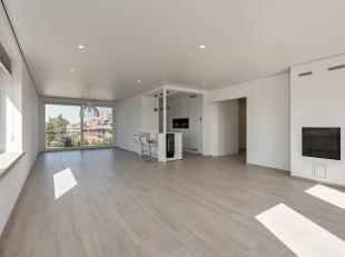Dit zeer lichtrijk volledig gerenoveerd appartement te koop te Sint-Andries (Brugge), beschikt over maar liefst 3 ruime slaapkamers. Uniek is de licht