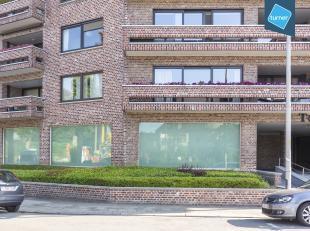 """Instapklare kantoorruimte te koop in standingvolle residentie """" Ter Leie"""" in Kortrijk. <br /> <br /> Deze kantoorruimte van +/- 300m² werd recent"""
