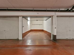 Vorst - Brusselsesteenweg <br /> <br /> Gesloten garagebox met elektrische poort te koop. <br /> <br />