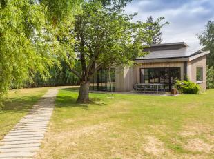 Bent u op zoek naar een ruime villa in de rand van Kortrijk?  Dan is deze volledig vernieuwde en instapklare villa te Bellegem mogelijks wat u zoekt?