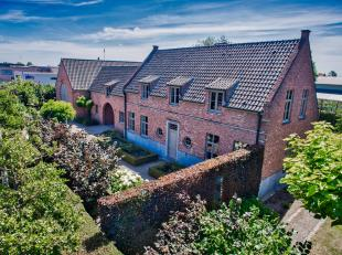 In Aalter vindt u deze villa met 3 slaapkamers en kantoorgebouw te koop. Hier geniet u perfecte aansluitingen naar de N44, E40, Gent-Brugge, station v
