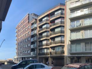 Op de vijfde verdieping van residentie De Vleet vinden we dit gezellig appartement te huur. Gelegen in de Annastraat, vlakbij  zeedijk en winkels, met