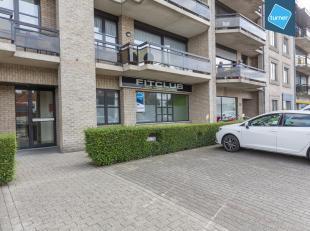 Kantoorruimte te koop van ca. 100m² op kleine Ring van Roeselare.<br /> <br /> Gelegen nabij het centrum van Roeselare op een commerciële li