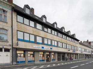 Ruim duplex appartement te huur met 3 slaapkamers met centrale ligging vlakbij 't Zand, winkelstraten, scholen,... in centrum Brugge. <br /> <br /> In