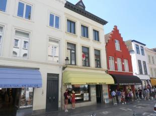 Ruim appartement te huur op een zeer centrale ligging in de Katelijnestraat met 2 slaapkamers en 2 terrassen in hartje Brugge. <br /> <br /> Indeling: